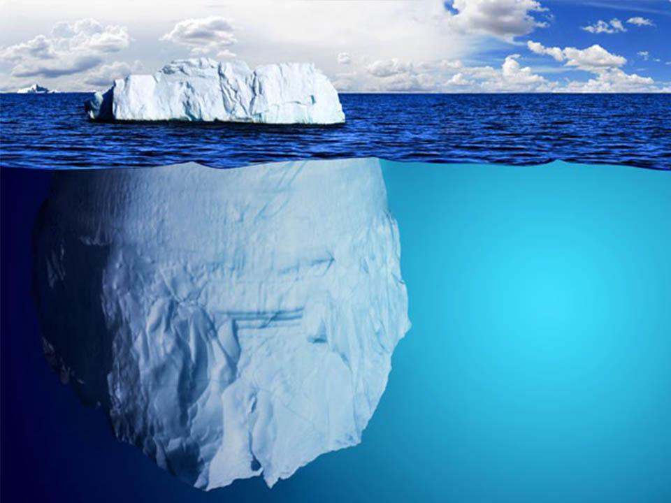 góra lodowa w wodzie