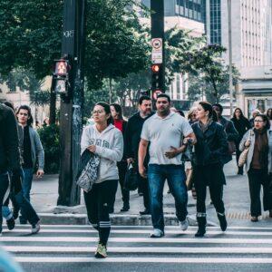 mowa ciała, ludzie na ulicy